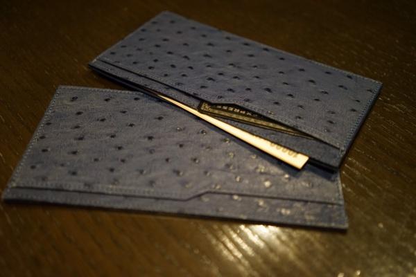 HERMESと同メーカーオーストリッチ皮革使用の薄型お札入れ