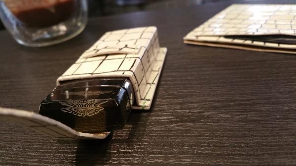 バニラカラークロコダイル/超薄型コンパクトお財布(カード入&お札入&鍵入付)/アストンマーティンクリスタルキーケース