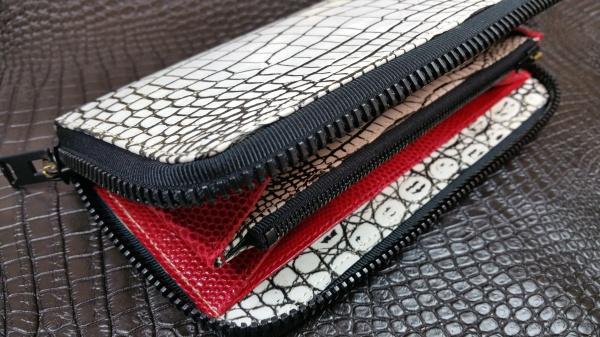 バニラカラー(谷黒墨染)クロコダイル皮革/ラウンドファスナー長財布