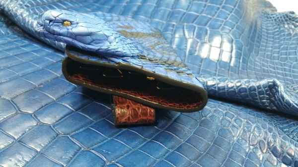 青コブラ・ヘビ・蛇(2股舌が出ている)/各鍵独立キーケース・カギ入れ/オーダーメイド/躍動感とロングコンセプトデザイン/コバ仕上げ・切れ目・コバインク/裏面総クロコダイル仕上げ
