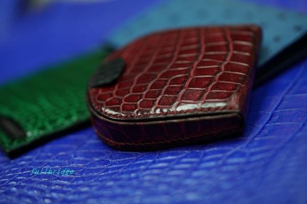 アウター防水クロコダイル皮革使用(ISO5403)耐水度試験・撥水度試験(JISL1092)/馬蹄型コインケース(小銭入れ)/無双クロコダイルオーダーメイド(ビスポーク)/ハンドステッチ/※インナーのクロコダイルは防水ではありません。