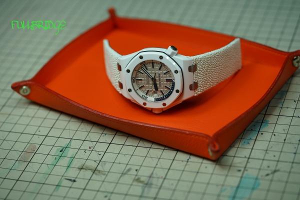 時計や小物などを置くケース/牛革オーダーメイド