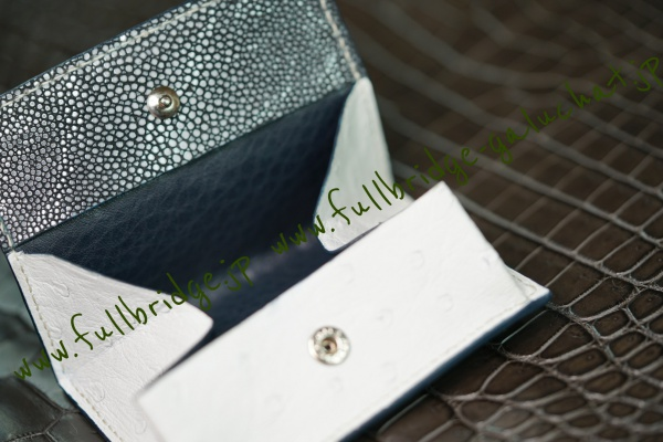【FULLBRIDGEdesign】Galuchat x Ostrich Bespoke Box Coin Case Hand Stitch /ガルーシャ黒(ポリッシュ) x オーストリッチ白(フルポイント・クイルマークプレス仕上げ) フルオーダーメイド ボックス型小銭入れ x カード室付 内装ネイビー牛革 /オールコバ(切り目)本磨き最高級仕上げ xハンドステッチ(手縫い)