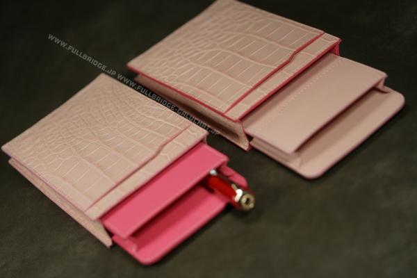クロコダイル,別注染め桜ピンクカラー,万年筆 x ボールペン ペンケース/フルオーダーメイド,コバ(切り目)仕上げ